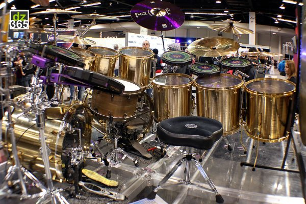 danny-careys-paiste-cymbal-kit-on-display-at-namm-2019-13696-3-20190126042325.jpg