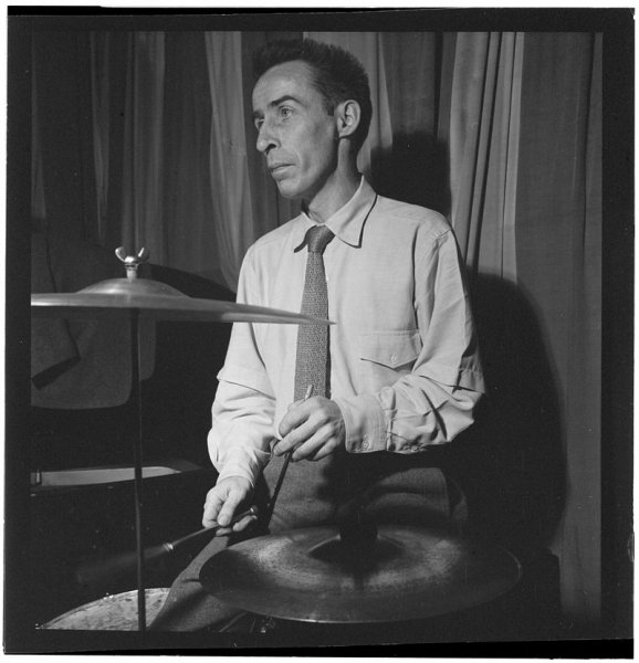 Dave_Tough_1947_(Gottlieb_08701).jpg