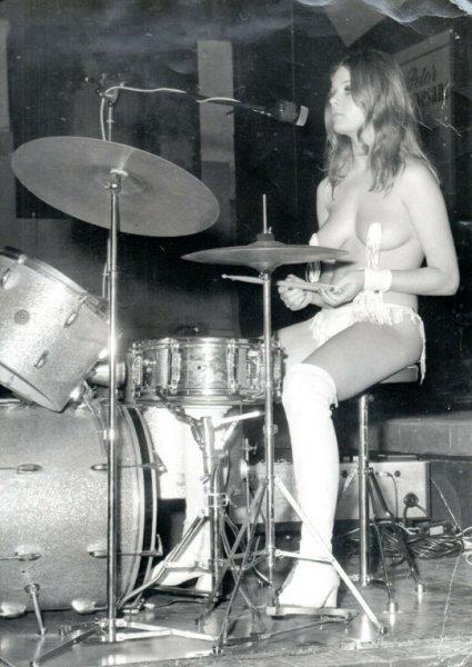 drummer.lady.jpg