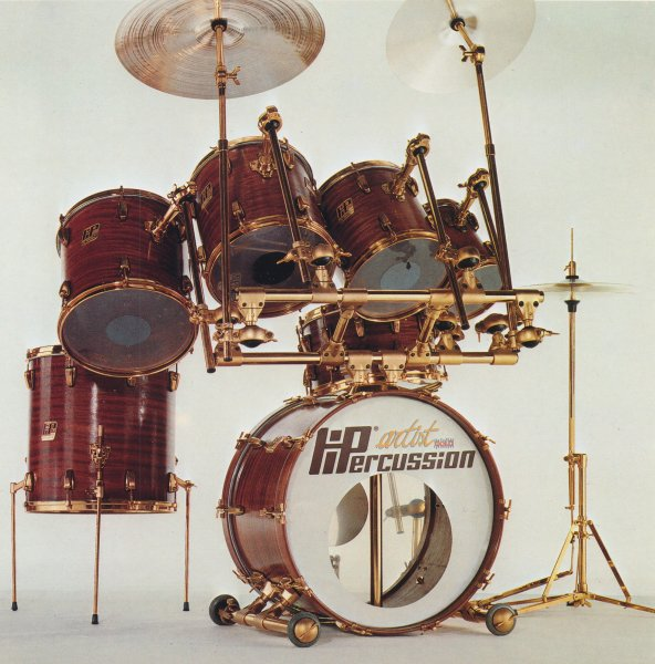 Italian_Vintage_Drums_And_Cymbals_1.jpg