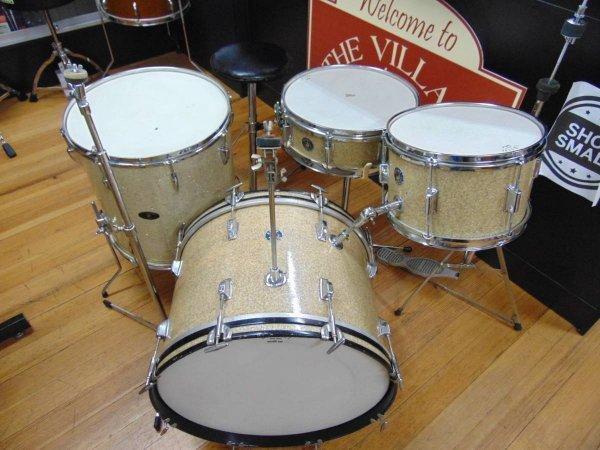 Kent 1968 drum set 1.jpg