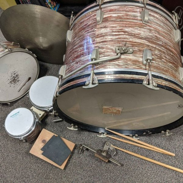 Ludwig pink oyster pearl with bongo's.jpg