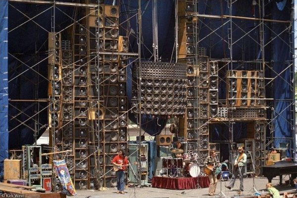 the-wall-of-sound-3.jpg