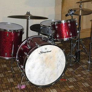62 slingerland in red glass sparkle