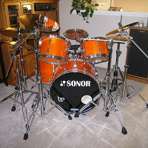 74' Sonor kit in metallic orange