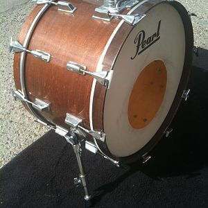 "Pearl 22"" Maple - Walnut Finish ( Ray Charles / Count Basie )"