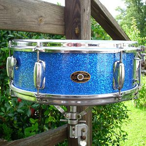 slingerland niles badge blue sparkle