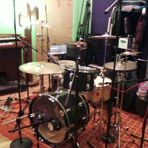 Ludwig Green Sparkle Enamel 1969 Three-ply Maple 22/13/16 w/ Leedy&Ludwig 6-1/2x14 snare at Jackpot Studio,Portland,OR