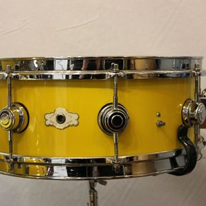 1967 Camco 6-ply Canary Yellow 8-lug snare